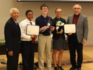 Students winning awards at Wearable Device Challenge
